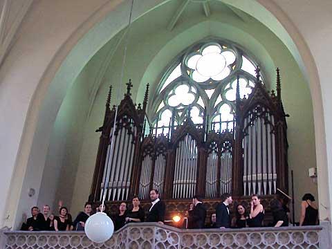Ars Brunensis před vystoupením na kůru Červeného kostela, foto Boris Klepal