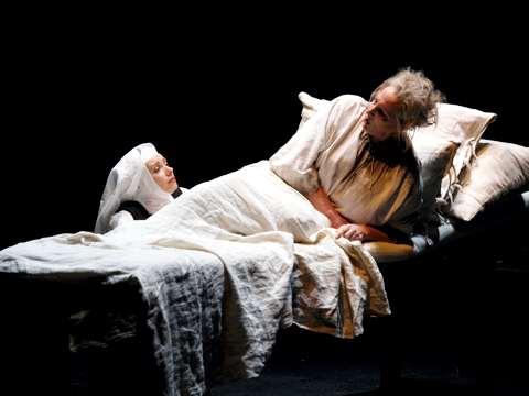 Deborah Polaski (Madame de Croissy) & Patricia Petibon (Blanche) Copyright: Armin Bardel