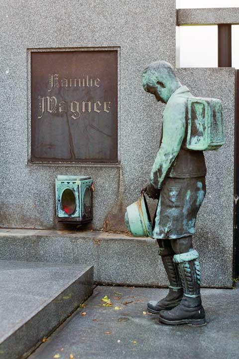 Hrob ředitele školy vHorním Maršově, foto Jan Pohunek