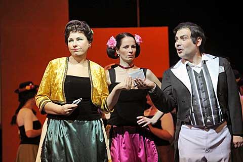 Adriana Hlavsová (v premiéře neúčinkovala), Tereza Merklová Kyzlinková, Zoltán Korda, foto Jana Hallová