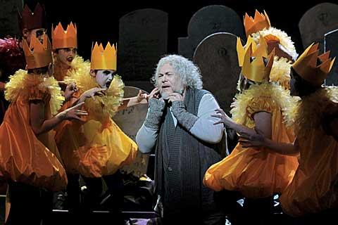 Peter Mikuláš (David Scrooge), zjevení koledníků, foto Ctibor Bachratý