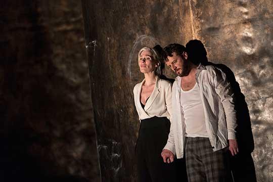 Alexandra Deshorties (Elisabetta), Norman Reinhardt (Leicester), foto © Herwig Prammer