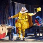 Falstaff. Stará komedie pro čas informační nejistoty
