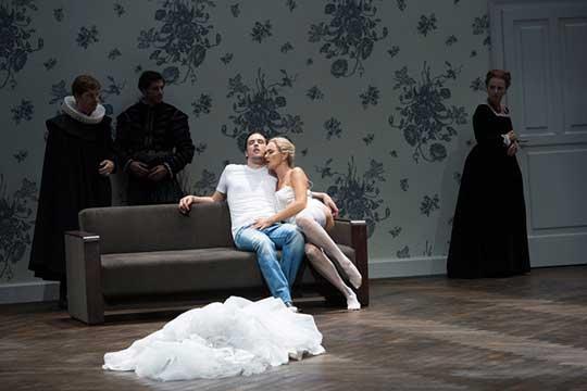 Hamlet a Gertruda, foto © Monika Rittershaus