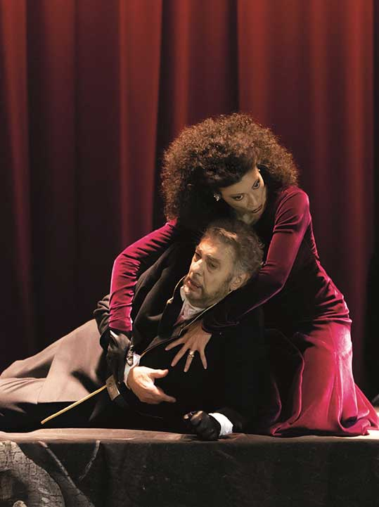 Plácido Domingo a Davinia Rodriguez, foto © Herwig Prammer