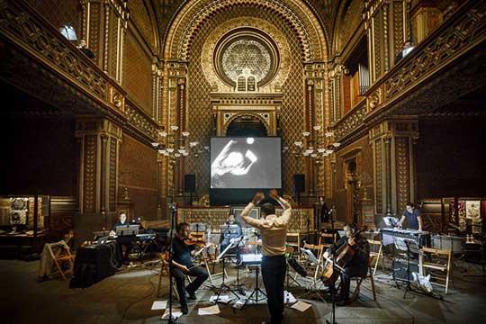 Peter Vrábel a Orchestr Berg zkoušejí ve Španělské synagoze, foto Karel Šuster