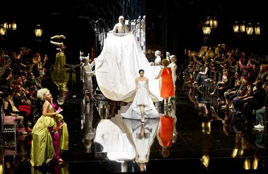 Prezentace svatebních šatů, foto © Monika Rittershaus
