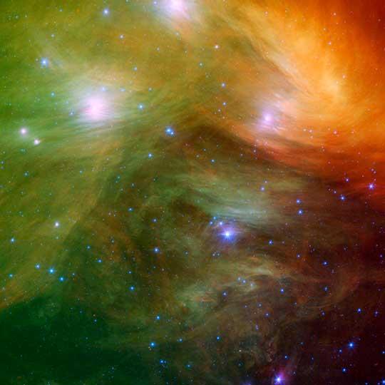 Plejády na infračerveném snímku s mateřskou mlhovinou hvězdy Meropé, © NASA/JPL