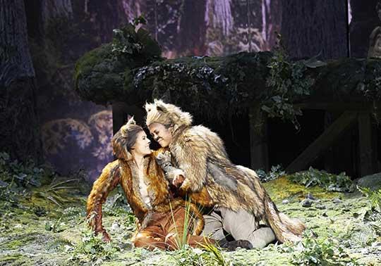 Příhody lišky Bystroušky, Vídeňská státní opera 2014.Režie Otto Schenk, dirigoval F. Welser-Möst. Foto © Wiener Staatsoper / Michael Pöhn